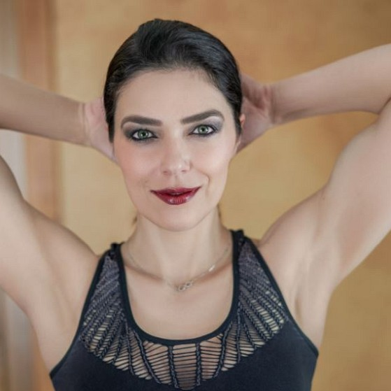 How much is Adrianne Curry worth