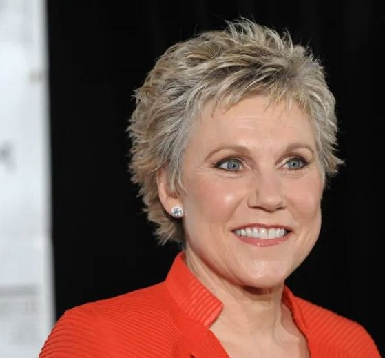 How much is Anne Murray worth
