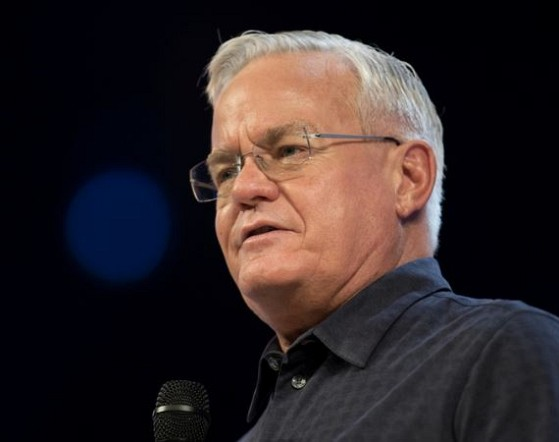 How much is Bill Hybels worth